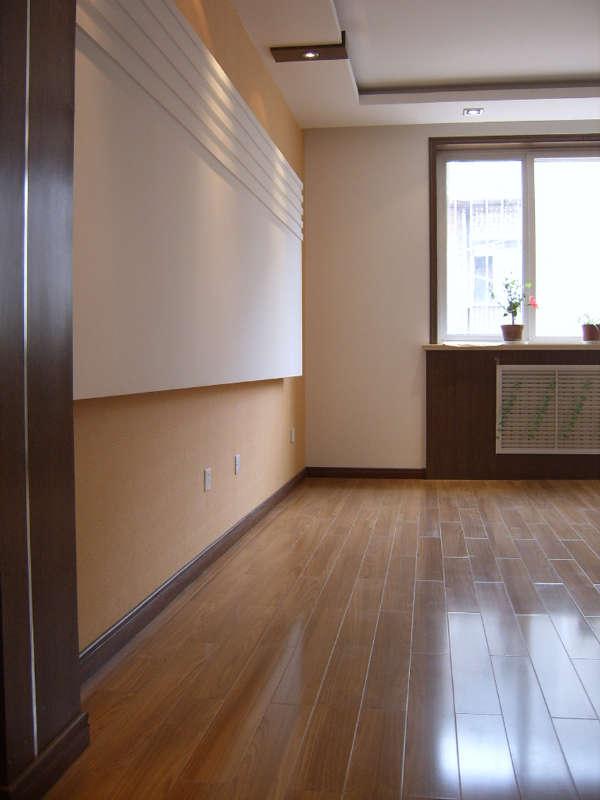 安装木地板的方式,会在地板与楼板之间留下架空层
