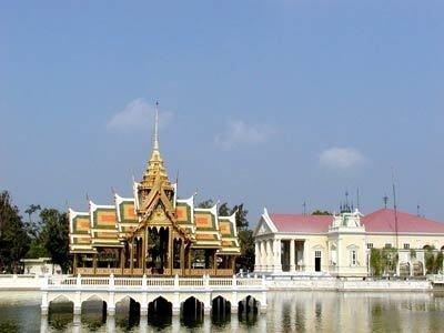 万沪/泰国公务员得穿民族服装,荷兰不许穿白袜子