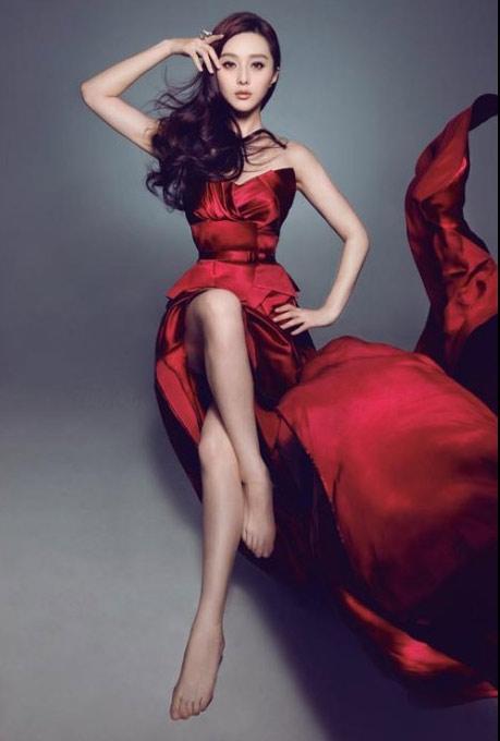 范冰冰最新冷艳大片曝光 优雅裙装展迷人气质