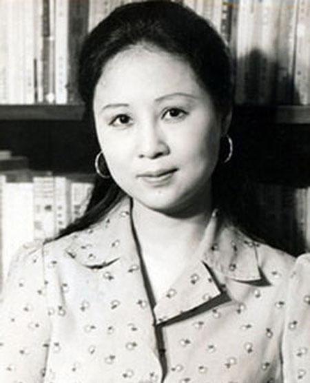 琼瑶年轻时的照片-琼瑶 她改变了80年代中国人的阅读状态图片
