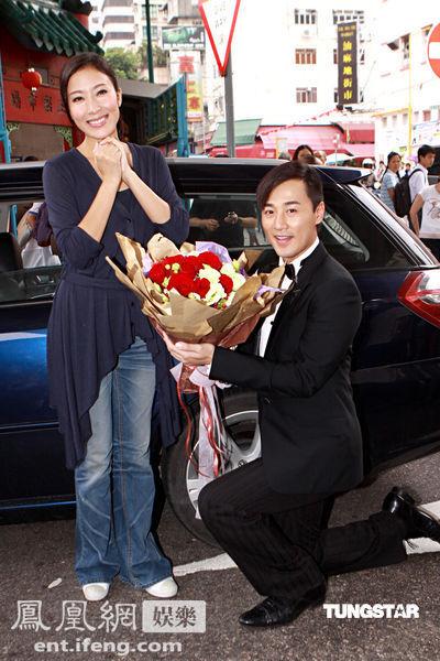 《谈情说案》拍杀青戏 林峰向杨怡跪地求婚图片