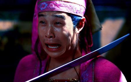 """cf孙亦文的男朋友是谁-头戴粉红帽的""""粉红男郎""""小沈阳,本就有几分喜剧色彩,面对刀剑的图片"""