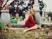 15岁天才少女时尚摄影师拍摄哥特风格大片