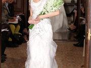 婚纱领口巧思 不同领线穿出完美肩颈曲线