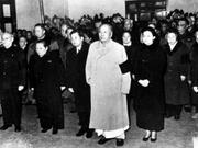 1972年毛泽东身穿睡衣出现在陈毅追悼会上
