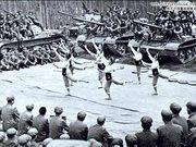 对越自卫还击战32周年:董文华慰问后在烈士陵园