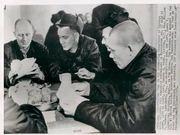 谁更讲人道主义?朝鲜战争中美战俘营对比