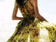 俏女人搭配必备 亮色飘逸长摆裙装