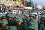 柬埔寨军民欢送击败红色高棉的越南侵略军[组图]