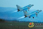 成空歼10战机部队在高原空域演练红蓝对抗战(图)