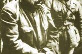 """在《林海雪原》这部作品里,作者塑造了一名国民党匪首叫谢文东,电视连续剧《东北大剿匪》里也对这名匪首进行了描写。历史上谢文东是确有其人的。1934年3月8日,依兰县土龙山区第五保保董谢文东带领当地的农民举行了暴动,与前来讨伐的日军展开激战。此后,谢文东的部队与共产党领导的抗日部队联合进行多次战斗,沉重打击了日本关东军,谢文东也被介绍加入了中国共产党。1936年9月18日,谢文东的部队被改编成东北抗日联军第八军,谢本人担任军长。1939年3月19日,在饥饿的威逼下,谢文东终于率领军部仅有的24名部下从深山中走出来,向日伪投降,抗联八军全军覆没。谢文东以自己年过半百为借口,坚持不为日满政府做事。他在城子河煤矿当了一名普通员工。""""八一五""""光复后,谢受国民党招安,摇身一变成为中央先遣军第十五集团军上将总司令。"""