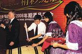 2007年,张裕爱斐堡北京国际酒庄正式开业,发售中国历史上的第一桶期酒,并开创了集酿酒、葡萄酒培训、旅游和休闲四种功能的高端酒庄新模式。