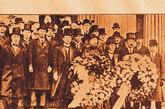 """1915年,张弼士担任""""赴美报聘团""""团长,黄炎培任秘书,一行50人参加旧金山世博会。张弼士率团拜访白宫,得到美国总统威尔逊的接见,被美国媒体称为中国的""""洛克菲勒""""。"""