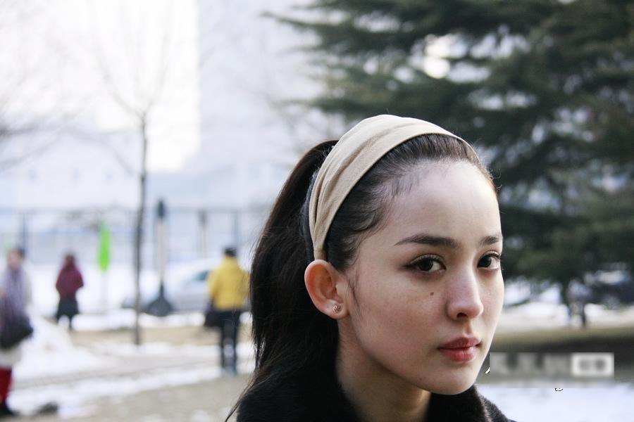 组图:跟踪实拍北电初试现场妩媚美少女 教育频