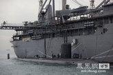 """""""汉普顿号""""核潜艇及""""弗兰克凯布尔号""""补给舰,2艘舰艇共载有600名官兵,目前停靠在大屿山以东海域,水兵分批转乘驳艇上岸消遣。"""