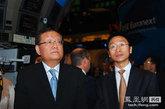 凤凰卫视董事局主席、行政总裁 刘长乐太平绅士在纽约证券交易所等待交易开始。