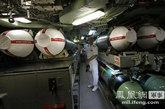 """图为潜艇里的""""战斧""""式巡航导弹。"""