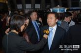 凤凰新媒体COO李亚接受记者采访。