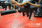 此次展会上亮相的05式冲锋枪,该枪有两种款式,可分别发射5.8mm型和9mm型枪弹。