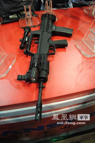中国最新升级版97式自动步枪亮相 外形大变