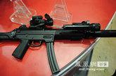 此次展会上亮相的新型警用9毫米冲锋枪,外形比较类似德制MP-5。