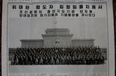 朝鲜《劳动新闻》头版刊登了照片(合影一)。报道中说,朝鲜劳动党朝鲜人民军代表会议、道代表会议、政治局代表会议等共选举出代表会议代表1657人,1653人出现了28日举行的会议,4人缺席。其中党务干部代表672人,占总数的40.6%;军人代表451人,占总数的27.2%;国家机关、行政和经济部门干部代表343人,占总数的20.7%;一线工作核心党员代表116人,占总数的7%;科学、教育、卫生保健、文化艺术、新闻出版部部门代表75人,占总数的4.5%.同时,与会代表中女性149人,占总数的9%.另外有517人列席旁听了会议。