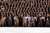 金正银(左四)就坐前排,金正日妹妹金敬姬(右一)就坐前排,金永男(右五)就坐前排。