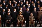 朝鲜中央通讯社9月29日报道,朝鲜最高领导人金正日同志与新当选的朝鲜劳动党中央指导机关成员、党代表会议参加者一道合影留念。图为金正恩(前排左二)参加合影。