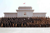 合影一:这是新选出的朝鲜劳动党中央指导机关成员合影。