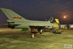 广空歼7二代战机部队进行高强度长途奔袭夜战演练