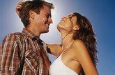 你和他,可知道你身体上的性敏感带?女人的身体就像一张玄妙的地图,在每一部分,都蕴涵着可被开发的秘密。现在,就和他一起来发现吧,从此拥有更为深度和谐的性爱欢娱。性学家告诉我们,女人身上的性敏感带达50多处,而男人只有20多处。也许这只是一个保守的估计。虽然古印度的传统,从脚部开始爱抚女人。但大多数权威的学者,仍然建议你从头颈部开始。万物以始为先,这个部位的性敏感带颇为弥散,而且最需要技巧。
