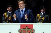 5月26日,格鲁吉亚举行独立20周年阅兵仪式,总统萨卡什维利主持观摩阅兵式。