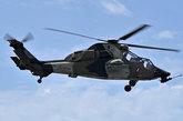"""5月28日,西班牙海军的""""虎""""式攻击直升机进行表演。"""