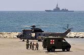 """5月28日,西班牙海军的""""超美洲豹""""直升机进行表演。"""