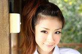如今已经34岁的日本性感女星星野亚希以丰满身材和天生童颜著称,她是2009日本公信榜最佳泳装名人榜的冠军。经常以学生制服出镜,大展俏皮风情。