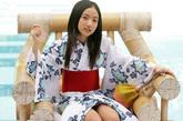 纱绫小学时出道在杂志做平面模特,此后又在影视界发展,年仅14岁的她如今已经拥有很高的知名度。这位可爱少女身材非常丰满,11岁时就以比基尼写真红遍日本,性感造型下有着幼稚童颜,不得不赞好一个性感萝莉。