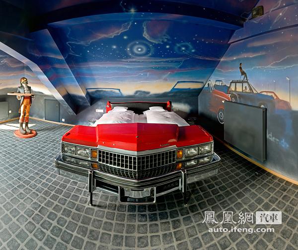 德国汽车主题酒店 装潢全靠车身零件高清图片