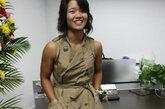 无袖风衣款连衣裙,李娜这一身穿出了大姐大的强势气场,搭配一双高跟中筒靴或是裸色高跟鞋效果更佳。