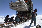 4年多来,他们在极端高寒缺氧的恶劣环境下打造了三个半月完成8.2亿元工程投资的青藏速度 ,实现了2004年6月22日安多按期铺轨的目标,2005年8月24日,青藏铁路道轨在海拔5072米的唐古拉车站胜利接轨,让中国铁路成功地越上了世界铁路之巅,津门铁军在生命禁区创造了一个又一个建设奇迹。上场以来,青藏指挥部先后获得国资委、铁道部、团中央联合授予的 国家重点工程青年贡献奖 、西藏自治区授予的 西藏自治区先进集体 、中铁建总公司授予的 青年文明号 等荣誉称号。指挥部党工委被天津市城建工委授予 先进基层党组织 荣誉,被那曲地区评为 精神文明建设先进单位 、 支援地方建设先进单位。