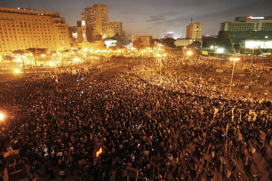 埃及万人集会逼总统下台[高清大图]