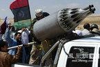 利比亚叛军亮出新利器:卡车装上战斗机武器(图)