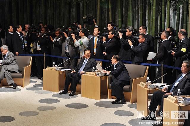 胡锦涛出席APEC领导人会议图片