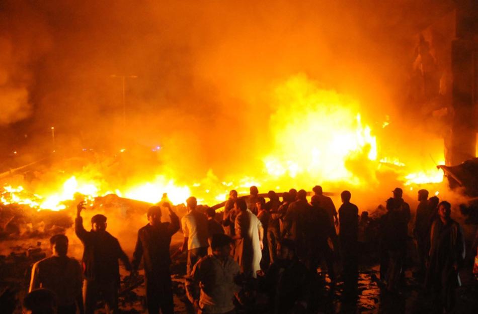 俄罗斯货运飞机坠毁致18人死亡 现场成火海[高清大图]