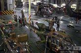 """""""西北风""""级两栖攻击舰托内尔号机库。"""