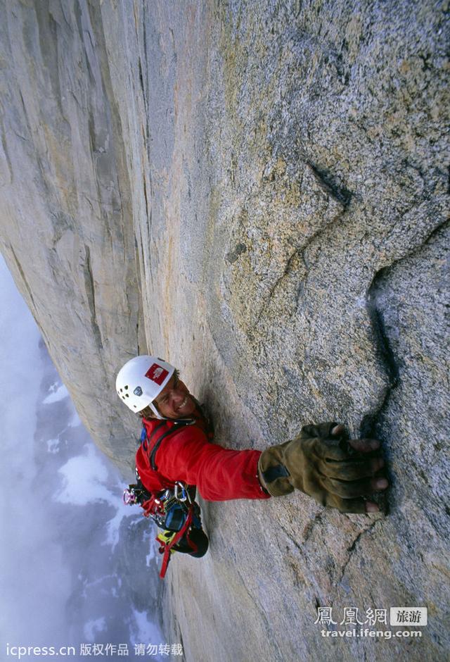 奥索卡_睡在悬崖上的人 攀岩者冒死在陡壁上搭帐篷_旅游频道_凤凰网