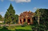 越南顺化皇城,文化遗产,1993年列入世界遗产名录。顺化皇城建于1802年,是统一后的越南的首都。香河蜿蜒流经都城、皇城、紫禁城和内城,给这座独特的封建城市增添了自然美。在1945年以前的阮氏王朝时期,顺化一直是越南政治、文化和宗教中心。(来源:凤凰网历史)