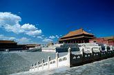 紫禁城(Forbidden City)是中国明、清两代24个皇帝的皇宫。明朝第三位皇帝朱棣在夺取帝位后,决定迁都北京,即开始营造紫禁城宫殿,至明永乐十八年(1420年)落成。依照中国古代星象学说,紫微垣(即北极星)位于中天,乃天帝所居,天人对应,是以皇帝的居所又称紫禁城。
