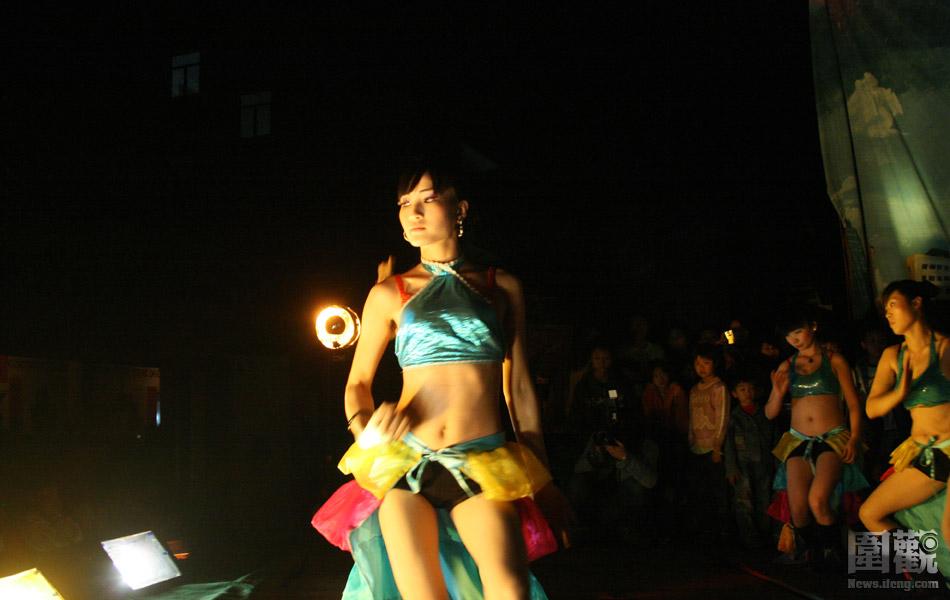 走村串户的 农村歌舞团