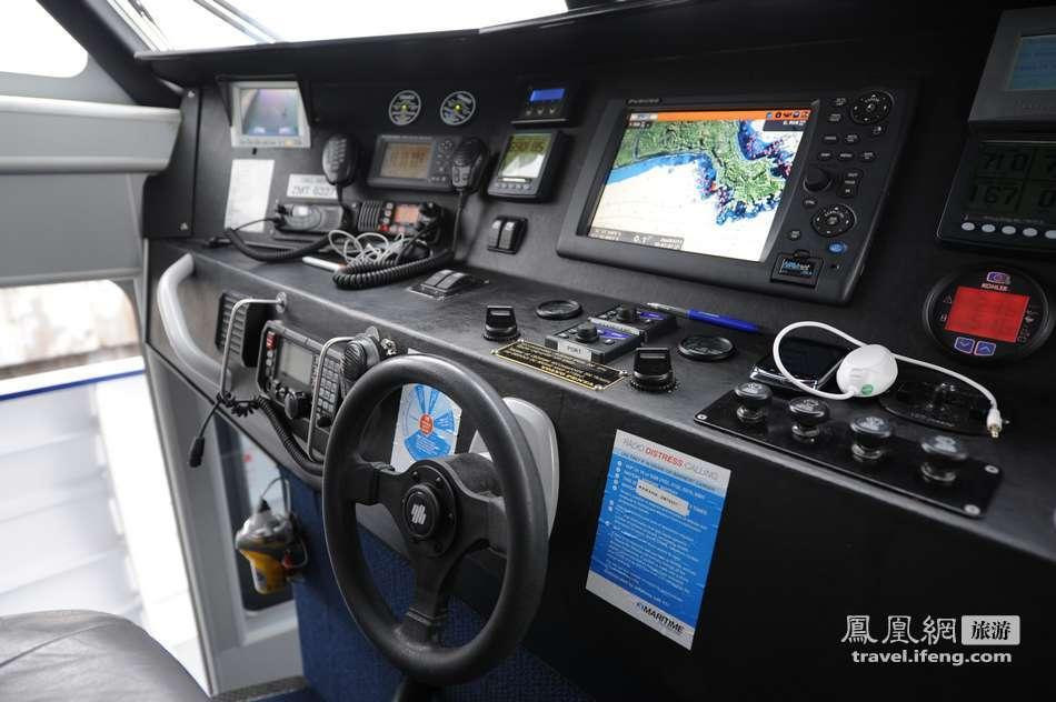 最大 近距离接触/这艘船可以急加速以及急减速,方便观赏以及防止发生意外。