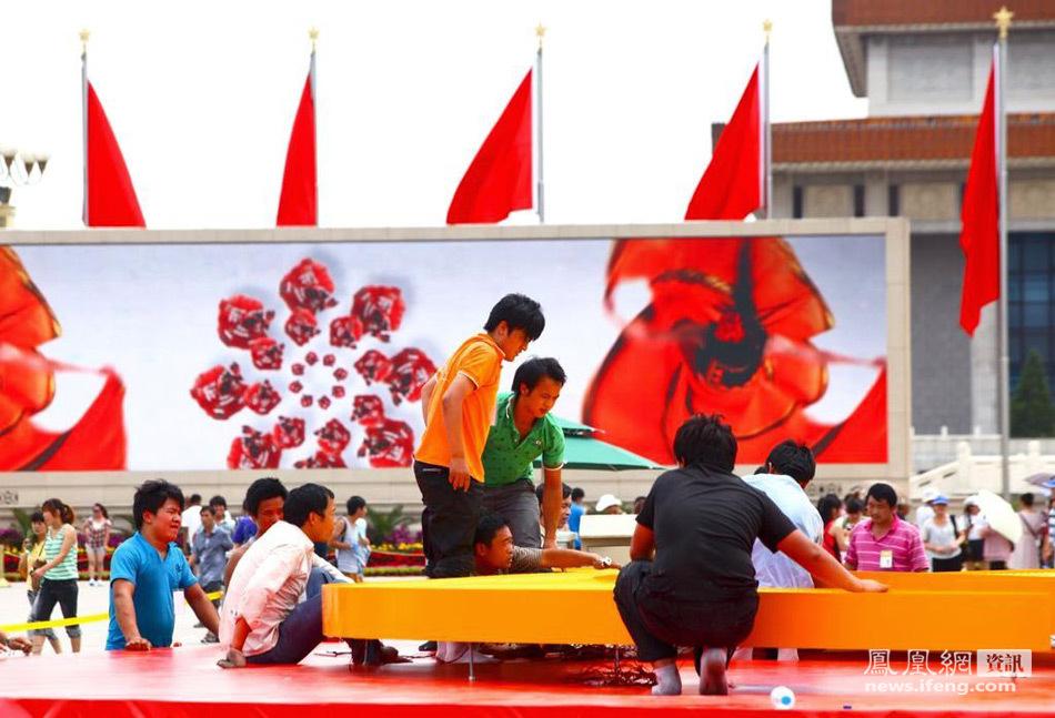 天安门主题花坛亮相 巨型党徽可抗10级大风